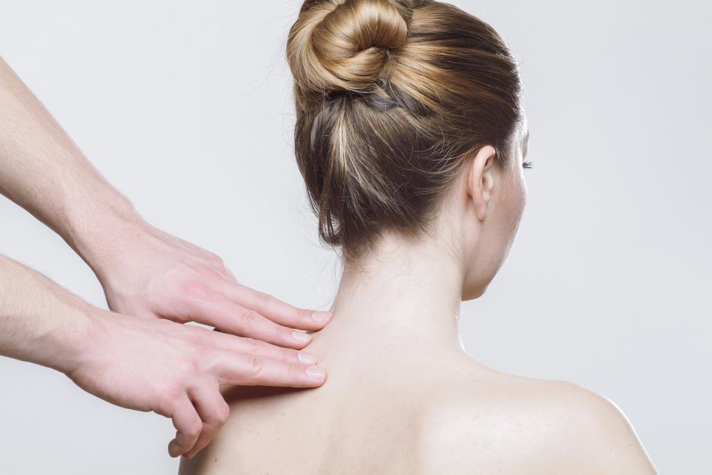肩こり解消のための2つのストレッチ【那覇市、宜野湾市、浦添市】肩の痛み専門出張整体しんしん